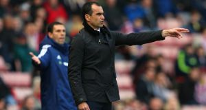 Everton manager Roberto Martinez issues instructions to his players during the Premier League match between Sunderland and Everton at the Stadium of Light. Photo: Alex Livesey/Getty