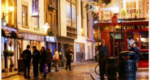 An article urges visitors to avoid Temple Bar and its drunken tourists 'at all costs'.