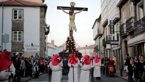 Penitents carry Christ on the cross in the procession of the Santisimo Cristo de la Paciencia brotherhood in Santiago de Compostela yesterday. Photograph: Miguel Vidal/Reuters