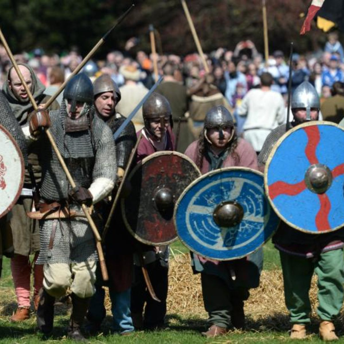 Battle of Clontarf re-enactment attracts 40,000 spectators