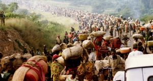 Rwandese refugees cross Rusumo border to Tanzania from Rwanda in  May, 1994. Phorograph:  REUTERS/Jeremiah Kamau/Files