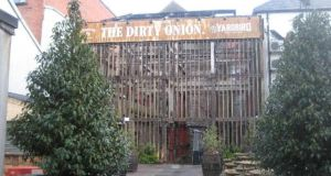 The Dirty Onion: it's no manufactured theme bar