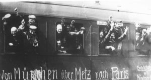 German soldiers leaving Munich for Paris, 1914. (Photo Agence Rol Bibliothèque nationale de France, dpt. des Estampes et de la photographie)