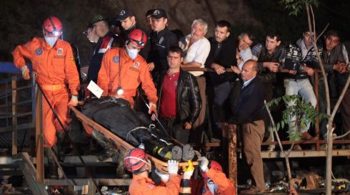 The body of a miner is carried away from the mine at Soma. Photograph: Ahmet Sik/Getty Images