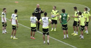 Vicente del Bosque talks with his Spanish players during a training session   at Las Rozas Sports City in Madrid, Spain, last month. Photograph: Alberto Martin / EPA