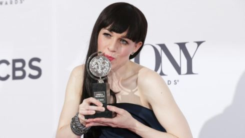 Actress Lena Hall poses backstage with Tony Award for best performance by an actress in a featured role in a musical Photograph:  REUTERS/Andrew Kelly