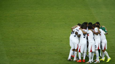 Costa Rica's team players huddle together before starting the second half during their 2014 World Cup Group D soccer match against Uruguay at the Castelao arena in Fortaleza, June 14, 2014. REUTERS/Mike Blake