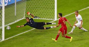 Sergio Busquets of Spain shoots wide   of the net against Chile goalkeeper Claudio Bravo  during the  Fifa World Cup Group B match  at the Maracana  in Rio de Janeiro. Photograph:  Julian Finney/Getty Images