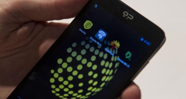 Mobile app has 'James Bond' features to thwart surveillance
