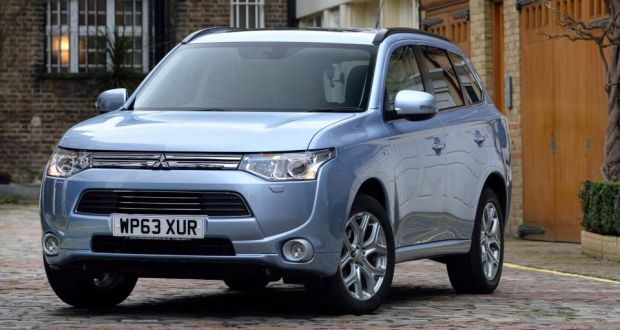 Outlander charges into hybrid market