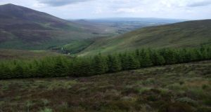 Cuimhní ón ghleann. grianghraf: the irish times Vee Gap of the Knockmealdown Mountains for walks magazine