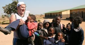 Ciarán Kilkenny with some of the pupils from the Changa Changa primary school in Mazabuka