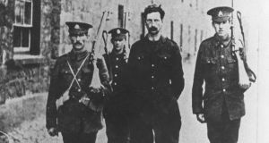 Éamon de Valera in custody following the 1916 Rising