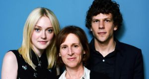 Dakota Fanning, Kelly Reichardt and Jesse Eisenberg