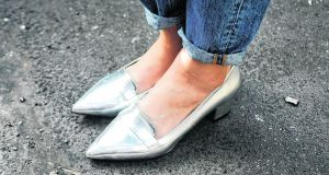 Pointed-toe metallic shoes by SOS