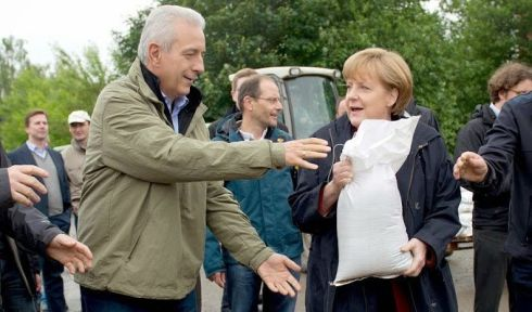 Angela Merkel and Stanislaw Tillich with sandbags during last year's Elbe flood. Photograph: Derek Scally/The Irish Times