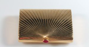 An Art Deco gold compact, topped with a ruby cabochon, signed Cartier, Paris (€7,500-€8,000) at O'Reilly's