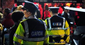 7pm: gardaí make their presence felt on Temple Bar Square