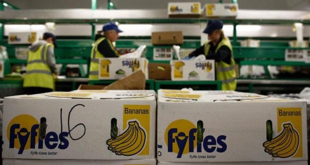 Employees sort bananas at Fyffes Plc's ripening and fruit distribution plant in Coventry, UK. Photographer: Simon Dawson/Bloomberg