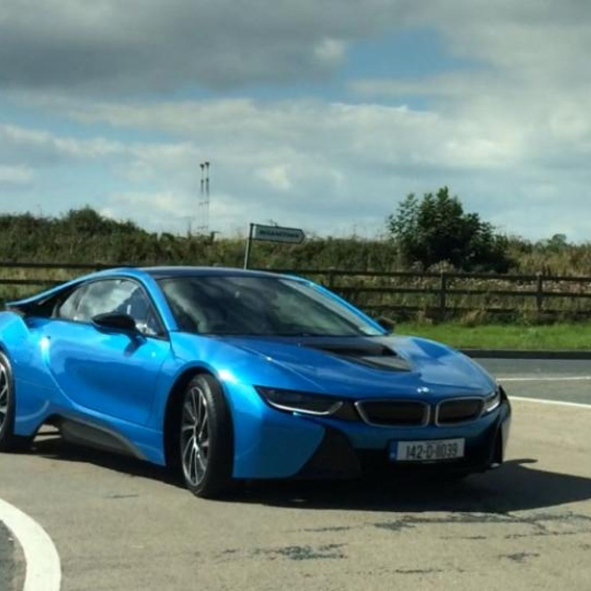 Video Bmws I8 Has Star Appeal On Irish Roads