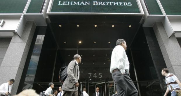 Morning commuters walk past the Lehman Brothers headquarters in 2008.