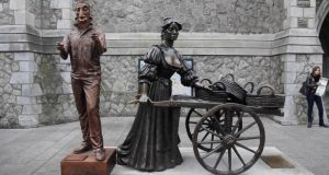 The  Ross O'Carroll-Kelly statue  beside  Molly Malone  on Andrew's St,  Dublin 2. Image: The Irish Times