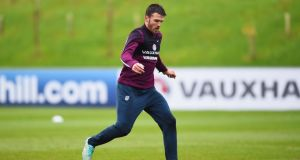 Injured Carrick wants Manchester United contract extension