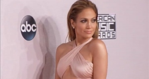 Music's hottest stars, including One Direction and Jennifer Lopez show off the latest fashions ahead of the American Music Awards. Video: Reuters