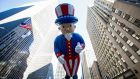 Uncle Sam, Thanksgiving i Nua-Eabhrac. grianghraf: reuters/eric thayer.