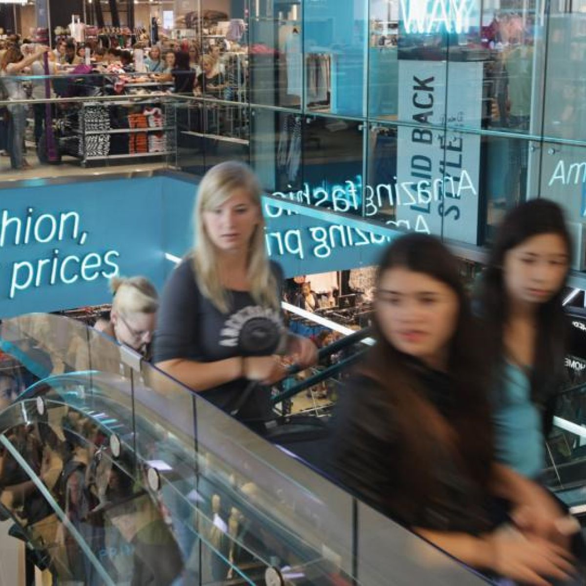 photo Karstadt to close six stores as a new CEO is named modern collection