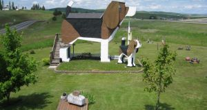 Spend a night in the Dog Bark Park Inn in Idaho, USA