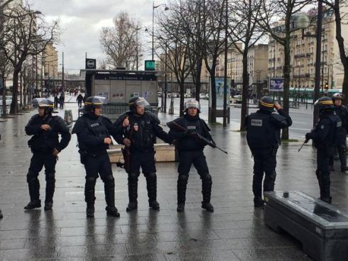 Armed police at the Porte de Vincennes hostage-taking location. Photograph: Ruadhan Mac Cormaic