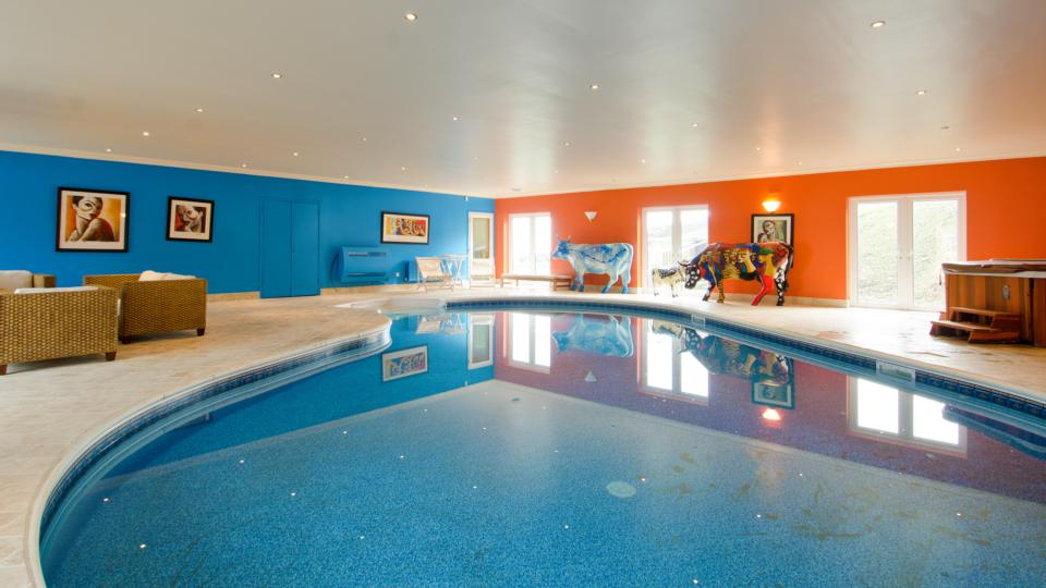 Howth Bungalow With Two Helipads And A Swimming Pool