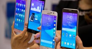 Samsung has been stung by Apple's new iPhones, ceding global market share after the larger-screen devices captured sales in a segment pioneered by the Galaxy S lineup.  (Photograph: SeongJoon Cho/Bloomberg)
