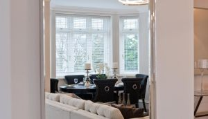 Dining area after staging: a warm, clean and inviting atmosphere