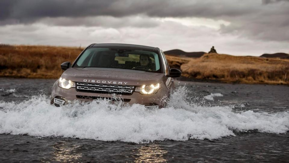 Road test land rover discovery sport sidelines the range rover fandeluxe Image collections
