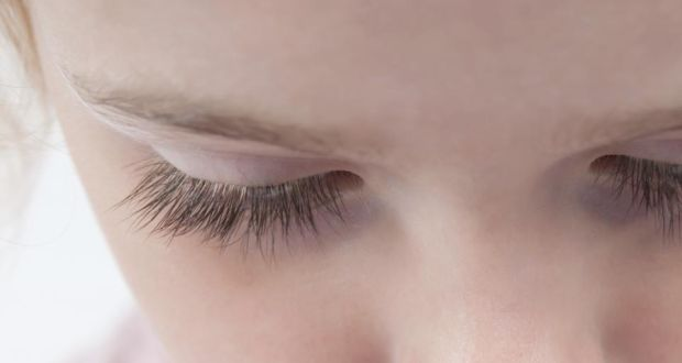 How to make your lashes grow back