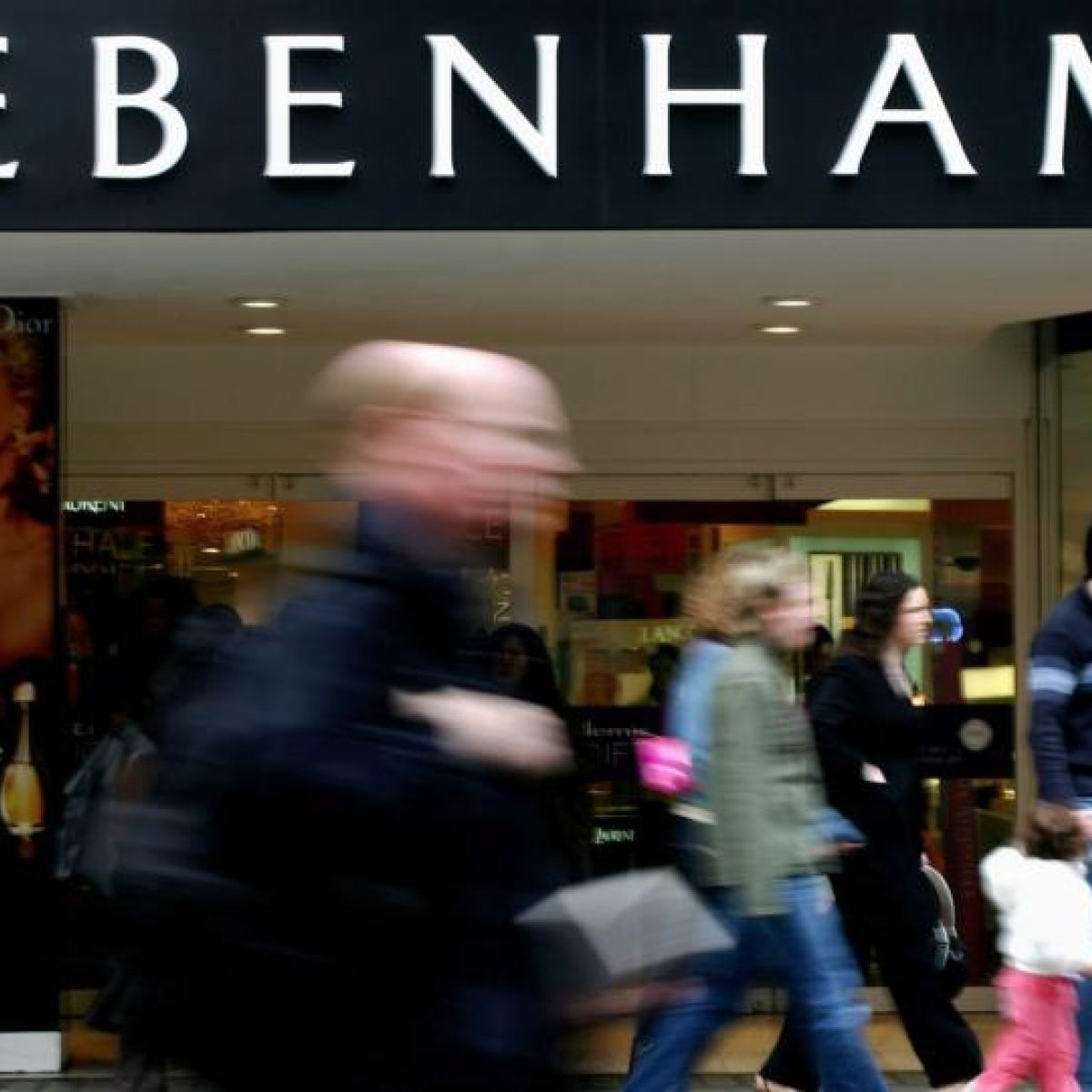 Frustrated Customer Argues With Debenhams Worker Over 490
