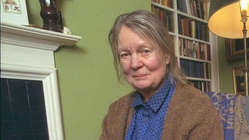critical essays on iris murdoch Justin broackes (ed), iris murdoch philosopher comprises eleven original essays, an edited extract from murdoch's and adopting a sympathetic but critical.