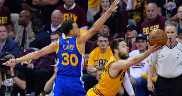 Cleveland Cavaliers  Matthew Dellavedova of Australia goes to the basket as Golden  State Warriors guard 65a3f0db5a7d