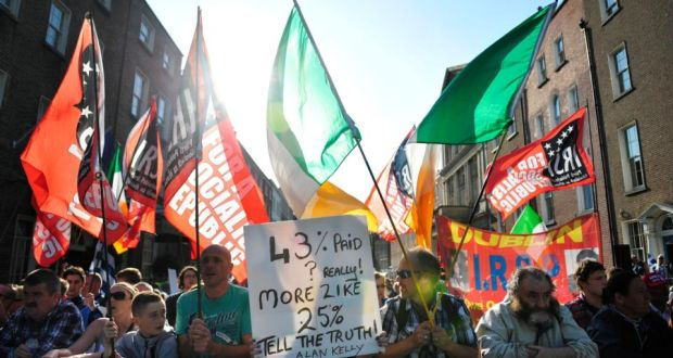 e1b3dbbd9e Anti water charges protesters outside Leinster House on Wednesday
