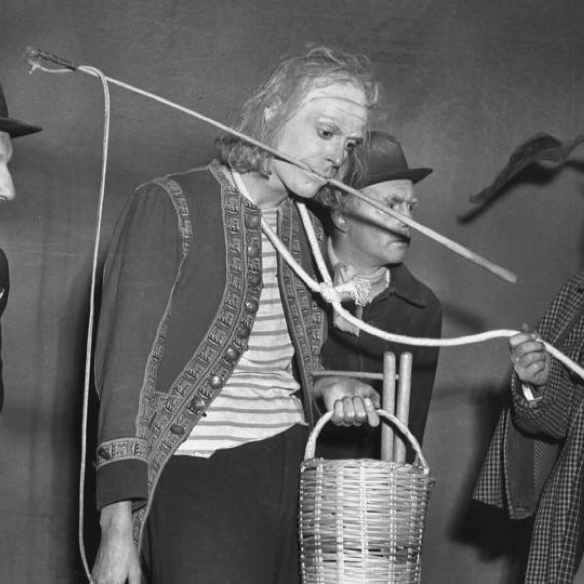 Modern Ireland In 100 Artworks 1952 En Attendant Godot Waiting