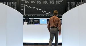 European stocks fell for a third day as a decline in energy shares outweighed better-than-expected results from Credit Suisse and Unilever. Photo: Bloomberg