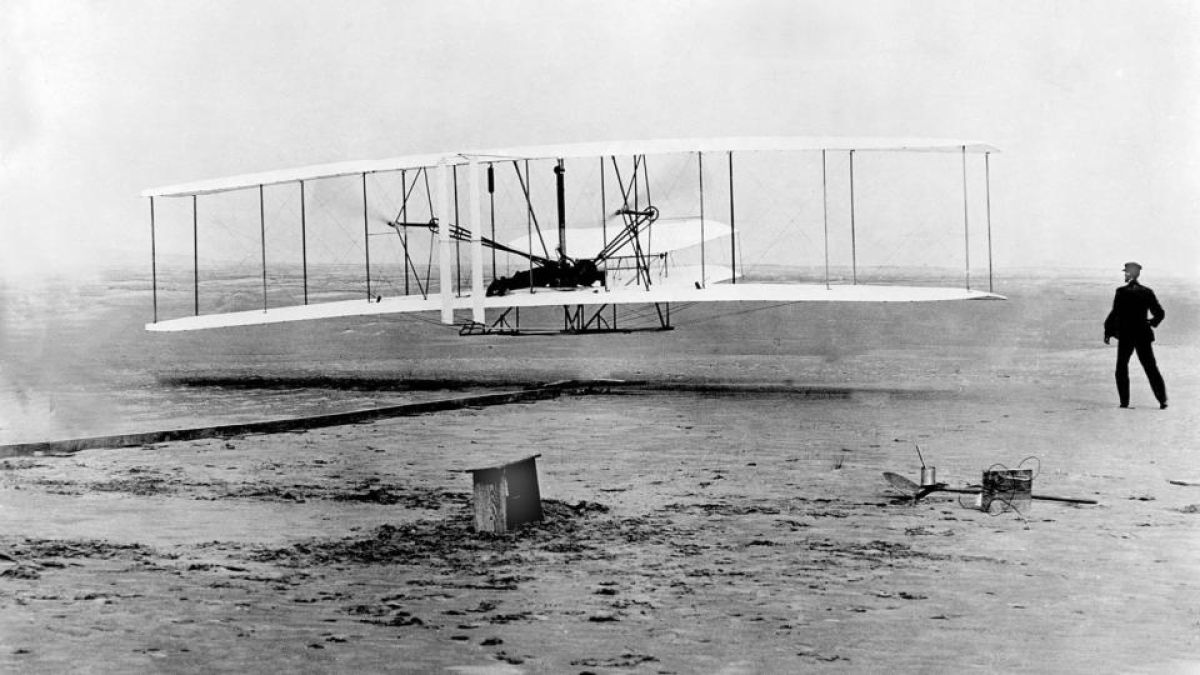 What turned the Wright brothers into pioneers of flight