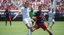 Michael Carrick of Manchester United protects the ball from Sergio Busquets of FC Barcelona during an International Champions Cup match at Levi's Stadium in Santa Clara, California on Saturday. Photo: Josh Edelson/Getty Images