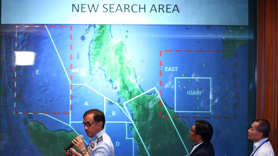 MH370 search: French authorities study Reunion debris