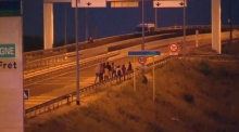 Large police presence does not deter migrants in Calais