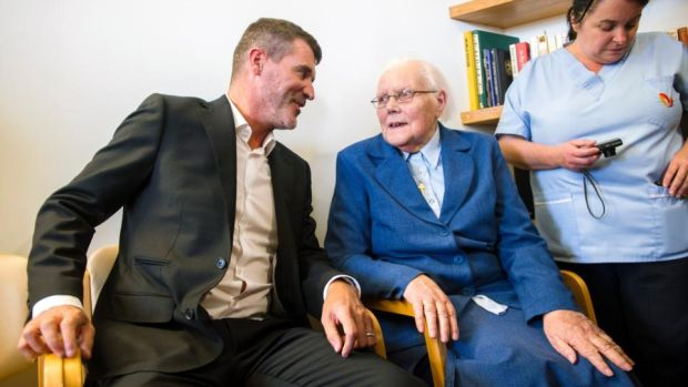 Keane and O'Neill open pain service unit in Cork
