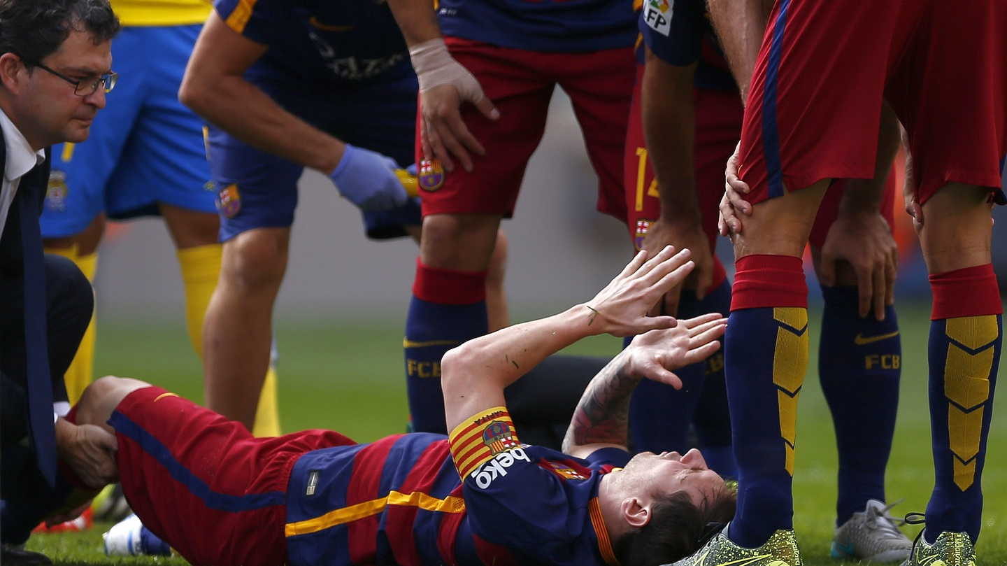 Lionel Messi Out For Up To Eight Weeks With Knee Injury E Money