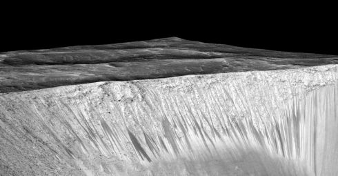 The bright walls of another crater has similar streaks. Photograph: Nasa/JPL/University of Arizona/PA